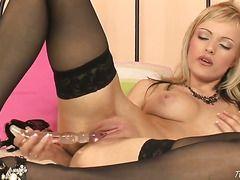 порно с красивой блондинкой в чулках