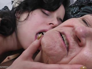 Порно бдсм лесби страпон