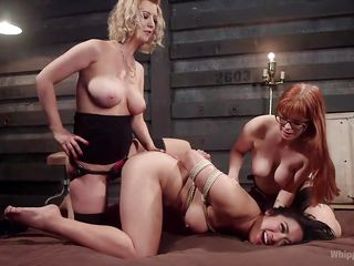 Порно анал страпон