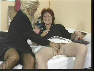 Порно видео блондинки в чулках